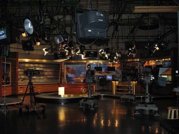 800px-WHIO-TV_News_Set_Kettering_OH_USA